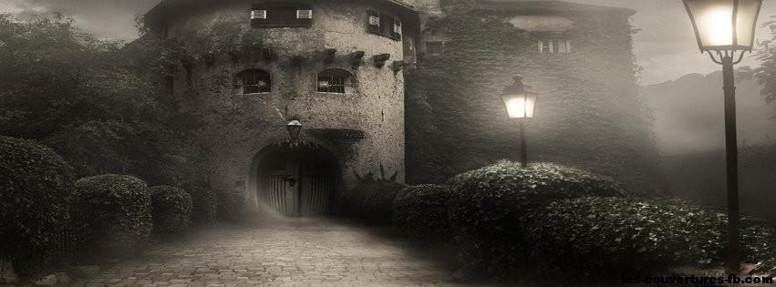 Porte de la maison de l'Horreur - Photo de couverture Facebook